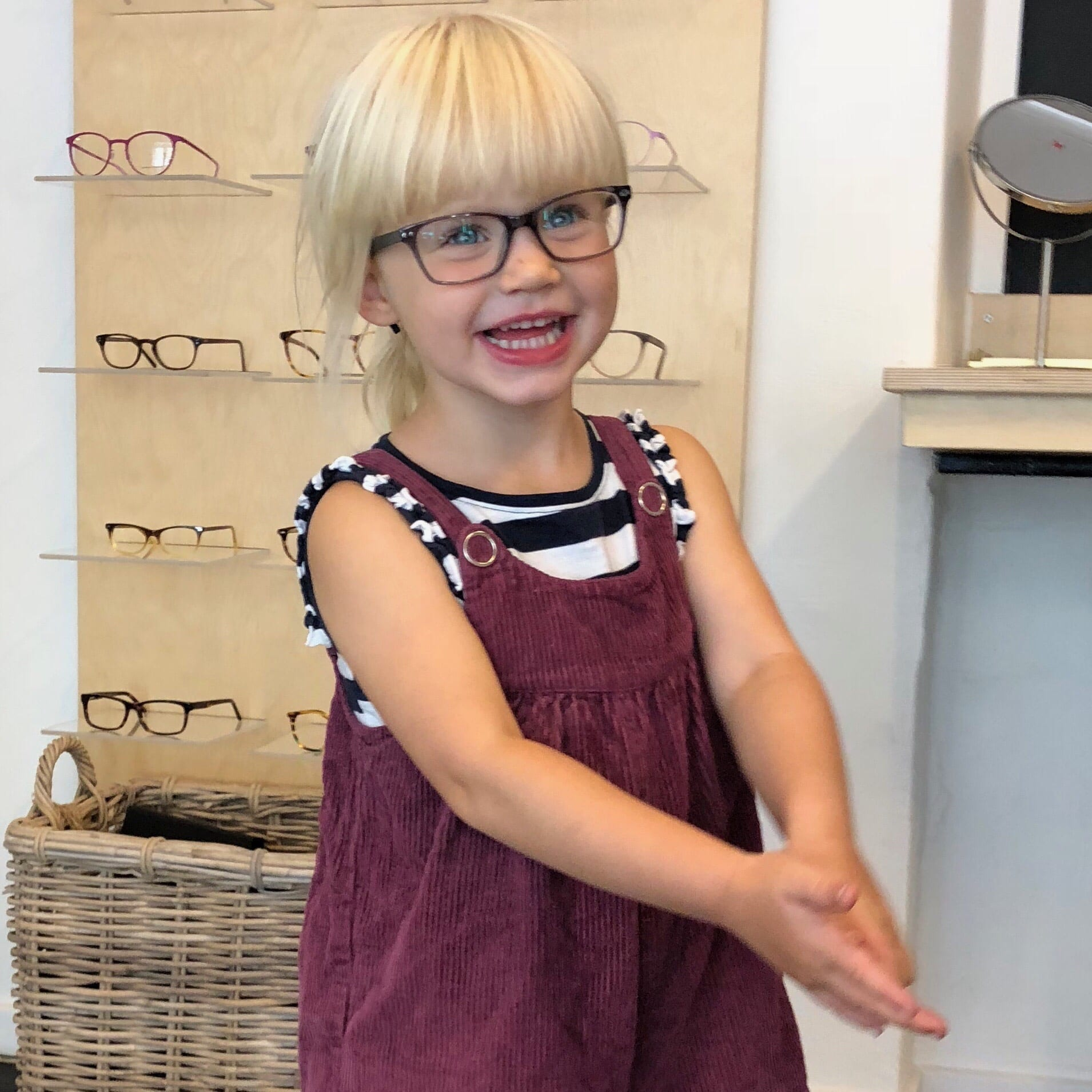 dc870fa527d4 Når ens lille pige skal have briller - Sabinas Verden